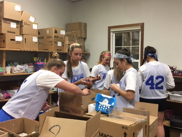 Washington Twp. Girls Lacrosse Team Visits Mothers Matter